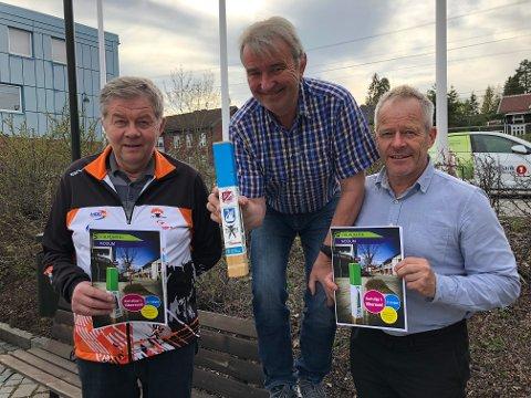 GLEDER SEG: Svein Grønhovd, Gotfred Rygh og Jens Kristian Kopland i Modum O-lag gleder seg til å presentere Stolpejakten for moingene.