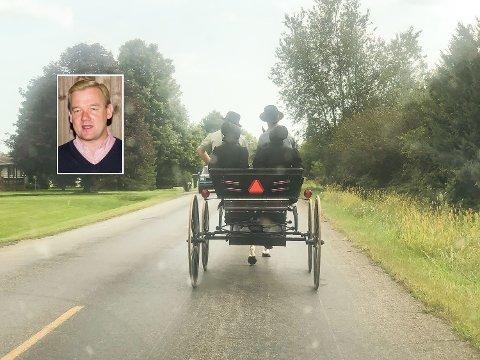 UT PÅ TUR: Amishene kjører hest og kjerre uansett hva de skal ut på. Innfelt ser vi Trond Thorseth.