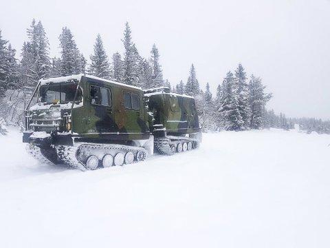 PAKKET SÅLE: Denne beltegående krabaten var ute og pakket til en såle på Norefjell tirsdag, men løypemannskapet trenger mer snø for å kjøre spor.