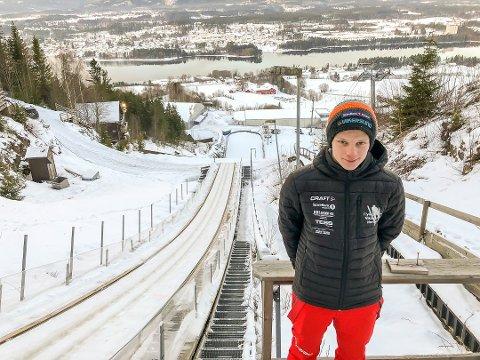 FÅR FLY: Anders Håre fra Skotselv kom inn i 12. time som prøvehopper i Vikersundbakken. Her er han fotografert i den nest største bakken i Vikersund hoppsenter.