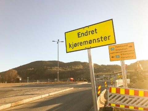 ENDRET KJØREMØNSTER: Frem til juni vil det være endret kjøremønster ved rundkjøringen på Lerberg.