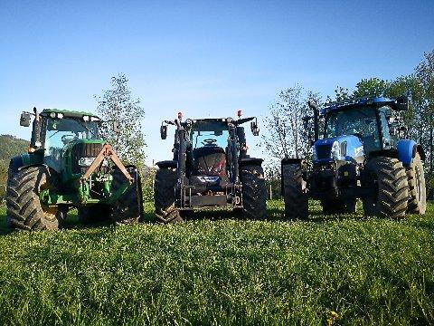TOG: Traktortoget går fra Buskerud gård på formiddagen 17. mai og ender i Lier. Alle med traktor er velkomne til å bli med.