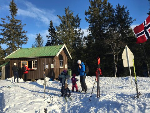 FORSYNINGER: Fylkesmannen i Oslo og Viken gir dispensasjon til å kjøre 12 turer med snøskuter for å frakte forsyninger til Breilihytta også til vinteren.