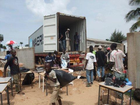 HJELP: Butterfly Friends har bidratt med varer og ikke minst utdanning i Gambia gjennom snart to tiår.