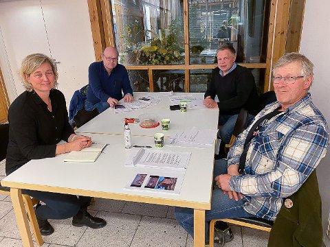 DISSE SATT I JURYEN: Juryen kåret nylig Pollen i Vikersund til årets vinner av byggeskikkprisen i Modum. (Fra v) Vibeke Kalager, Reidar Jakobsen, Roar Østli og Dag Præsterud (sekretær).