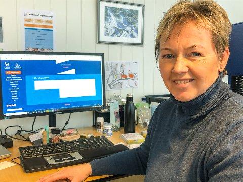 INFO TIL PUBLIKUM: Tone Kjemperud Kristiansen forteller om spesielle dager på jobb, og har akkurat oppdatert Vikersunds hjemmeside med informasjon og ofte stilte spørsmål knyttet til koronasituasjonen.