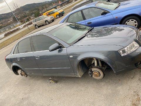 RIBBET: – Slik så det ut da jeg kom ut på parkeringsplassen og fant bilen min ribbet for dekk og felger, sier Jonas Bjølgerud