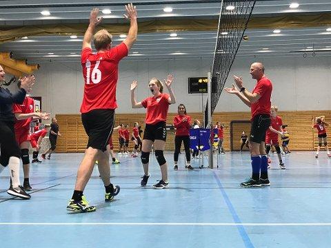 FIKK PENGER: Vikersund IFs volleyballgruppe får 30.000 kroner fra Bygdeposten.
