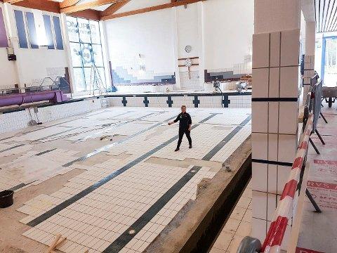 TILTAKSPENGER: Furumo svømmehall får 620.000 kroner til flisarbeid og utbedringer i bassengene. Daglig leder Hege Bendiksby har tidligere opplyst til Bygdeposten at svømmehallen satser på å åpne igjen 3. august.