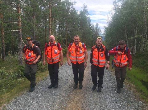 LETEMANNSKAPER: Mannskaper fra Røde Kors bidro i søket etter mannen, som ved 12-tiden torsdag ble funnet omkommet.