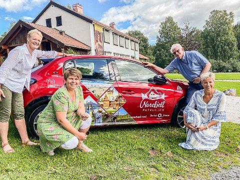 TURISME: Mandag møttes ordførerne Sunni Grøndahl Aamot (f.v)., Merete Gandrud (Flå kommune), Knut Martin Glesne og Tine Norman på Blaafarveærket, for å markedsføre Norefjellregionen som en attraktiv turistdestinasjon også på sommerstid.