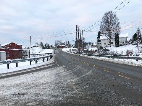 BEGYNT ARBEIDET: Det skal bygges ny gang- og sykkelvei mellom Vassbonn og Øvre Skalstadvei.