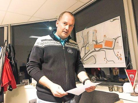 FORBEREDT PÅ RASKE ENDRINGER: President i organisasjonskomiteen for skiflyging i Vikersund, Leif Arne Berget sier  de er forberedt på stengingen av grensen kan bli videreført så lenge at Raw Air blir avlyst.