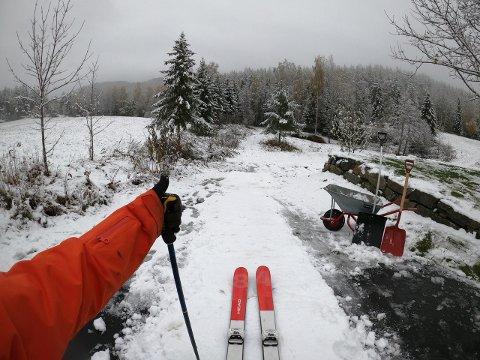 SKILEIK: Anders Backe blir aldri lei av å stå på ski, og en av de absolutt ivrigste på å lage skileikbakke ved første snøfall hvert år.