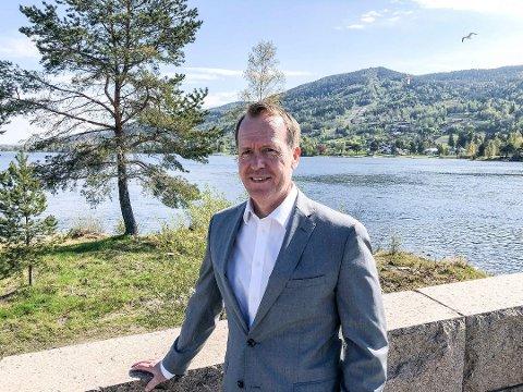 NYTT STYREVERV: Adm. banksjef i Skue Sparebank og styreleder i Eika Gruppen, Hans Kristian Glesne fra Vikersund, er nytt styremedlem i Vestre Viken Helseforetak.