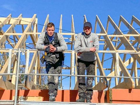 BRØDRE: Ove (t.v.) og Vidar Rognmo Hansen står bak Brødrene Hansen Bygg AS, som satser lokalt i ett og alt.