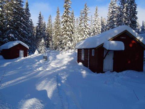 STÅR ÅPEN: Lunnaashytta i Finnemarka står ulåst hele året, og det er gratis å bruke den, men på vinterstid går det ikke oppkjørte løyper helt fram.