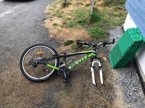 RAMPONERT: Noah (11) fant igjen sykkelen sin i denne tilstanden.