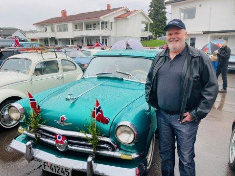 BLANKPOLERT RUSSER: Svein Ingar Hvila luftet den russiskproduserte Volgen. – Det er en 58 modell. Faren min hadde en sånn da jeg vokste opp, sier den stolte eieren.