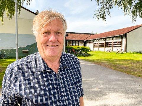 VIL LØSE PLASSUTFORDRING RASKT: Jon Hovland (H) foreslår å anskaffe et modulbygg som kan bøte på plassutfordringene ved Vikersund skole fram til en ny skole står klar. Bygget kan senere brukes andre steder det trengs plass, primært ved skolene i Modum.
