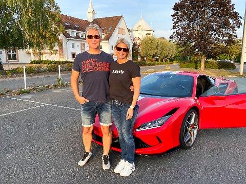 LØSTE SEG: Etter først å ha blitt snytt for en drømmedag bak rattet i en Ferrari, løste det seg på beste vis for Cecilie Hovde og Frode Gundersen.