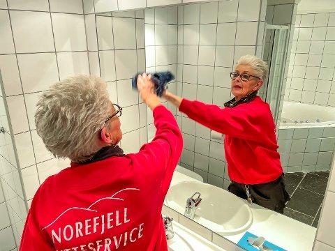 «VASKEKJERRING»: Anne Marit Pedersen er ei real «vaskekjerring» som har avtale med 350 hytte- og leilighetseiere på Norefjell om vask. Etter én måned på søken etter to nye ansatte, har hun ikke fått en eneste henvendelse, til tross for høye ledighetstall.