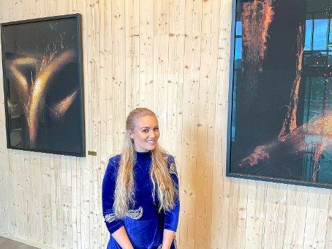 AKSJESELSKAP: Kunstner Tine Hartz har etablert et aksjeselskap. Her er hun avbildet under åpningen av den nye ambulansestasjonen på Nedmarken forrige uke.