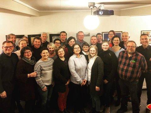 SAMLET LAG: 17 kvinner og 17 menn stiller til valg for Eigersund Ap. Her er 25 av dem.