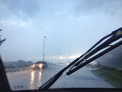 UVÊR: Det blir mykje vind og regn laurdag.