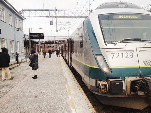 Mange hundre pendler hver eneste arbeidsdag til og fra Egersund med tog.