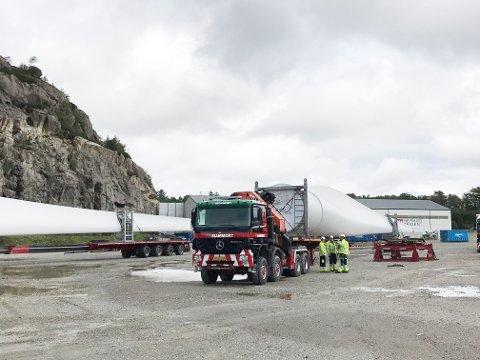 Vindmølledelane til vindkraftverket på Skurve i Gjesdal blei tatt i land på Kaupanes i august i fjor. Vegvesenet har sagt nei til fleire tunge vindmølletransportar over Eigerøy bru, men Eigersund næring og havn har lansert lektertransport frå Kaupanes til Langholmen som eit alternativ.