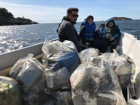GOD FANGST: Under strandryddedagen i fjor blei det henta sju sekker med søppel i ei lita vik i Hestnes.