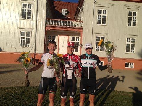 Jone Ellingsen (t. v.) syklet inn til NM-sølv sammen med Krister Hagen og Markus Hoelgaard.