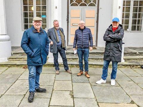 VIL GJERNE DRIVE SKRIVERGÅRDEN: Feyerselskapet ønsker å drive Skrivergården i framtiden. Her representert ved Johan Aakre, Ole Kåre Refsland, Claus Erik Feyling og Tønnes H. Gundersen.