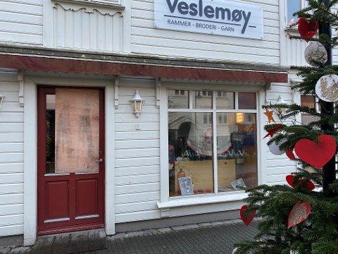 LITE HYGGELEG JULEBESØK: Natt til 4. sundag i advent såg nokon sitt snitt til å bryta seg inn hjå Veslemøy.