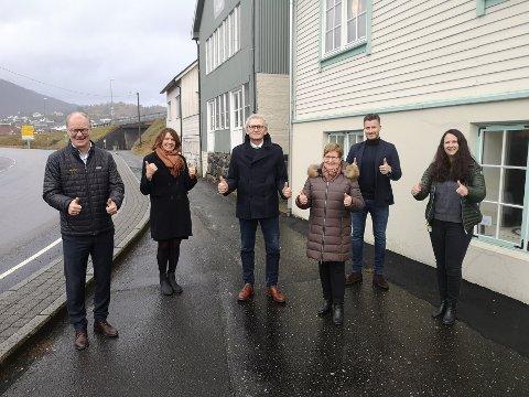 JULEGAVE ER FORSTERKET: Før jul fikk Dalane Folkemuseum 1,25 millioner kroner fra NorDans kulturfond og NorDan AS. Det er blant annet denne pengegaven som nå er forsterket. Fra venstre: Johannes Rasmussen fra kulturfondet, Bess Grastveit (prosjektleder for Jøssingfjord Vitenmuseum), Leif Dybing (direktør ved Dalane Folkemuseum), Borgny Eik (styreleder for Dalane Folkemuseum), Trond Magnar Unhammer (adm. direktør ved NorDan AS) og Anne Irene Rasmussen fra kulturfondet.