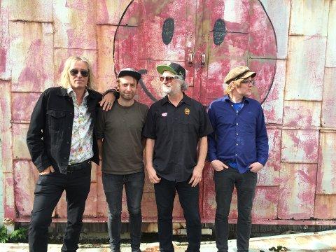 THE NO ONES: Peter Buck (fra venstre), Arne Kjelsrud Mathisen, Scott McCaughey og Frode Strømstad utgjør plateaktuelle The No Ones.