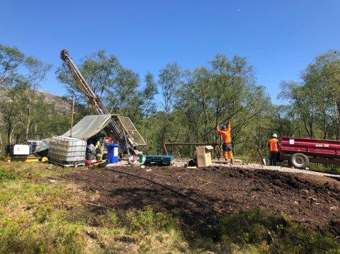 FIKK RIGGER: Koronakrisen gjorde det enklere for Norge Mining å skaffe rigger til prøveboringen på Helleland og Ualand.