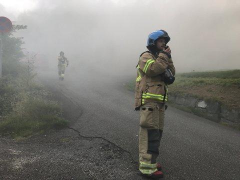BRANN: Tirsdag kveld rykket brannvesenet i Eigersund ut for å slukke brann i en leilighet i Egersund.