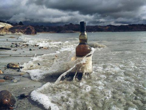 LIDENSKAP FOR WHISKY: Tore Svanes Sørensen har flere ganger fått tilsendt flasker kun for å ta bilder av dem.