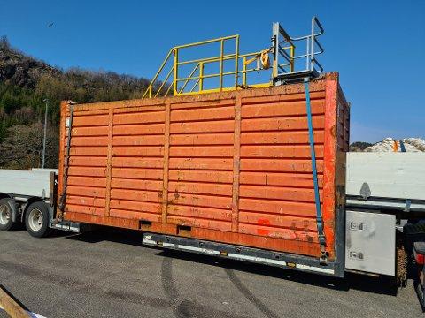 FIKK PÅPAKNING FRA VEGVESENET: Lasten var 4,5 meter høy. Føreren fikk bruksforbud.