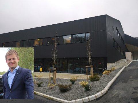 HELSEHUS: Då helseminister Bent Høie (H) opna Bjerkreimshallen i august 2019, kalla han bygget eit komplett helsehus. Nå er ordførar Kjetil Slettebø optimistisk med tanke på å få på plass ein privat tannklinikk i helsehuset på Vikeså.