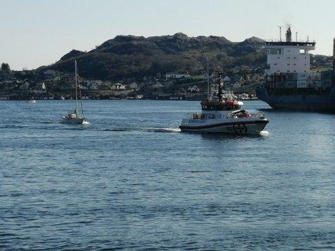 REDNING: Redningsskøyta hjalp en seilbåt som fikk motorproblemer like utenfor Rekefjord.