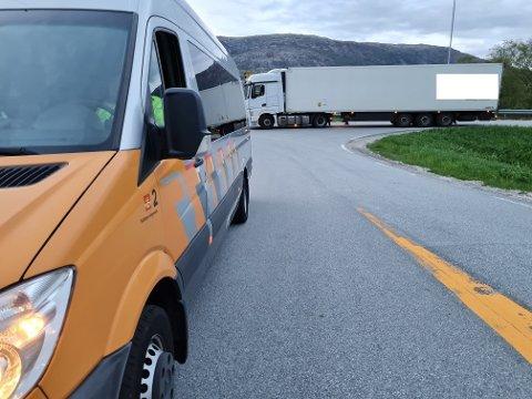 DOBBELANMELDELSE: Statens vegvesen anmeldte en sjåfør både for ikke å ha stanset for kontroll og for å kjøre på ulovlig oppdrag.