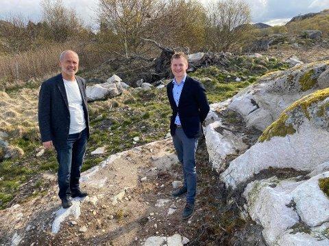 SAMARBEIDER: Ordførerne Jonas Skrettingland (Hå) og Kjetil Slettebø (Bjerkreim) ser felles muligheter i å bruke overskuddsvarme fra kraftkrevende industri i Bjerkreim her i Hå kommunes næringsområde Skoga ved Sirevåg.