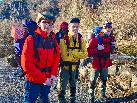"""""""VILLMARKENS TRKLØVER"""": Guttetrioen Kristian Egebakken (15), Henrik Egebakken (15), og Phillip Bårdsen (16) liker utfordringene og avkoblingen friluftslivet gir."""