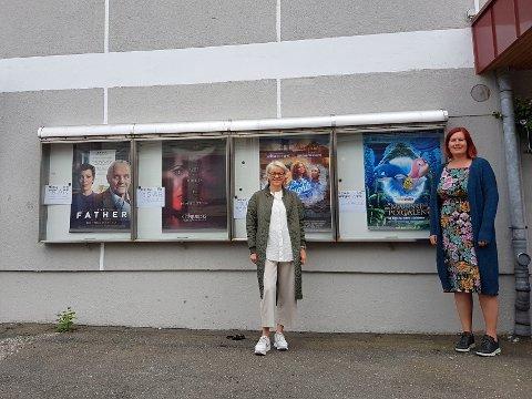 GRATIS KINO: Kari Spangen og Bente Gravdal forteller at barn og unge skal få gratis kino i sommer - så lenge de 100.000 kronene de har til disposisjon rekker.