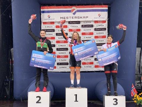 BRONSE: Larsen fikk tredjeplass på pallen under årets maraton-NM. – Det er stas å klare å komme på pallen, og det gir mye motivasjon for videre trening.