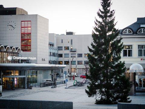 SLUKNET: Julegrana på Strømsø manglet lys 2. juledag.