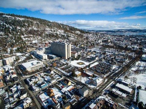 DAGENS TOMT: Politikerne i Asker og Bærum vil ha nytt sykehus i Drammen på dagens tomt fordi det blir billigere.
